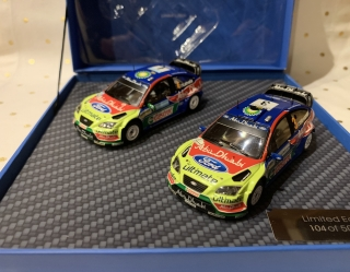 IXO-MODELS - FORD ENGLAND - SET 2X FOCUS WRC - N 3 WINNER JORDAN RALLY 2008 M.HIRVONEN - J.LEHTINEN- N 4 WINNER SWEDISH RALLY 2008 LATVALA - ANTILA