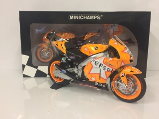 MINICHAMPS - 1/12 - HONDA - RC212V TEAM HONDA REPSOL N 27 ARAGON MOTOGP WORLD CHAMPION 2011 CASEY STONER